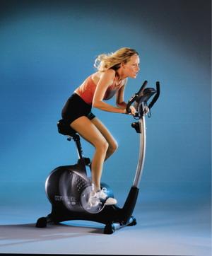 Имитирует езду на велосипеде и вследствие этого очень хорошо нагружает